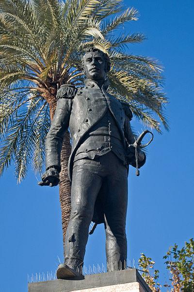 памятник Луису Даоису в Севилье