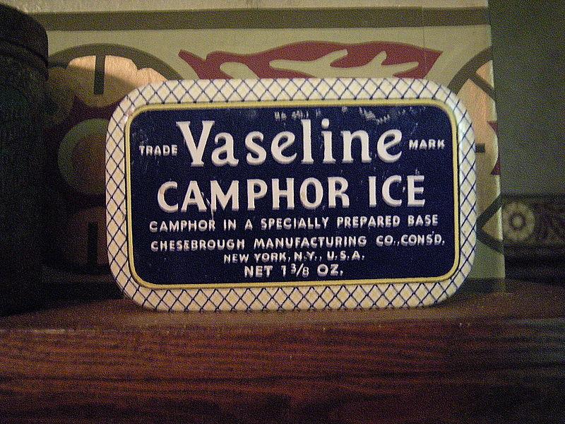 800px-Snohomish_-_Blackman_House_Museum_-_Vaseline_Camphor_Ice