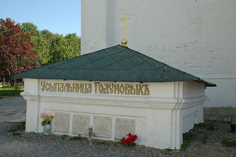 800px-Troitse-Sergiyeva_Lavra_-_Tomb_of_Godunovy