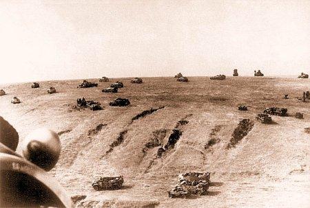 поле усеянное танками 434343