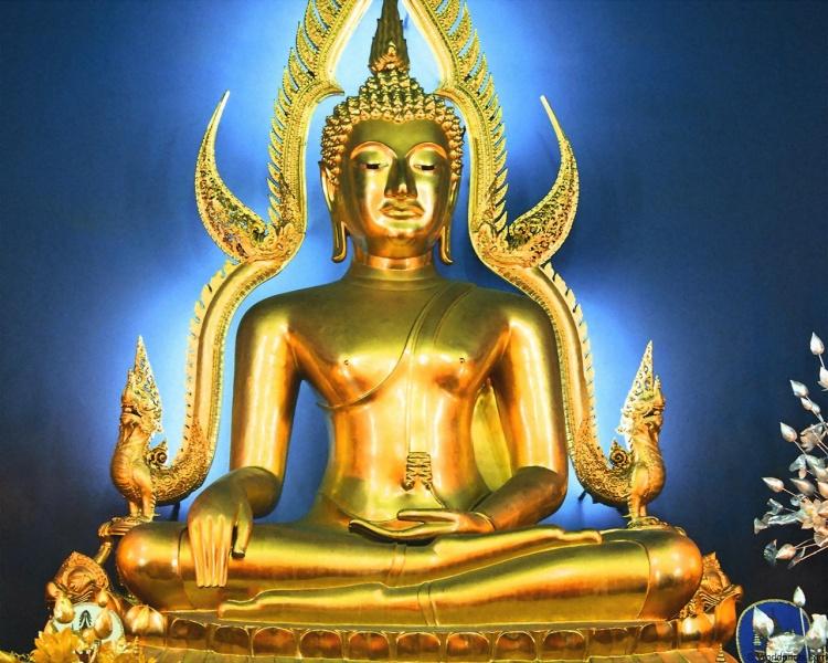 750px-Buddha_4