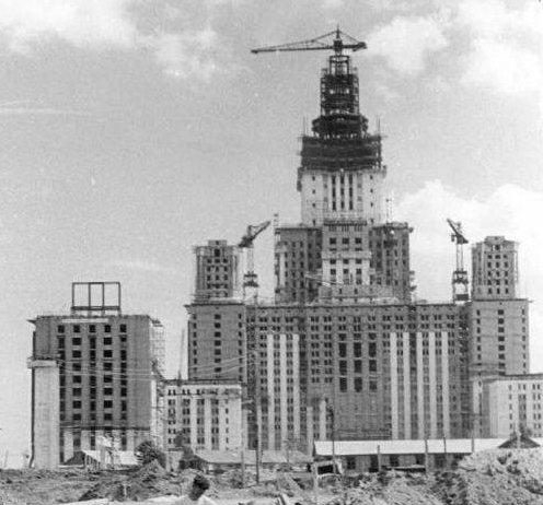 Главное здание МГУ на Воробьёвых горах было открыто ровно 60 лет назад