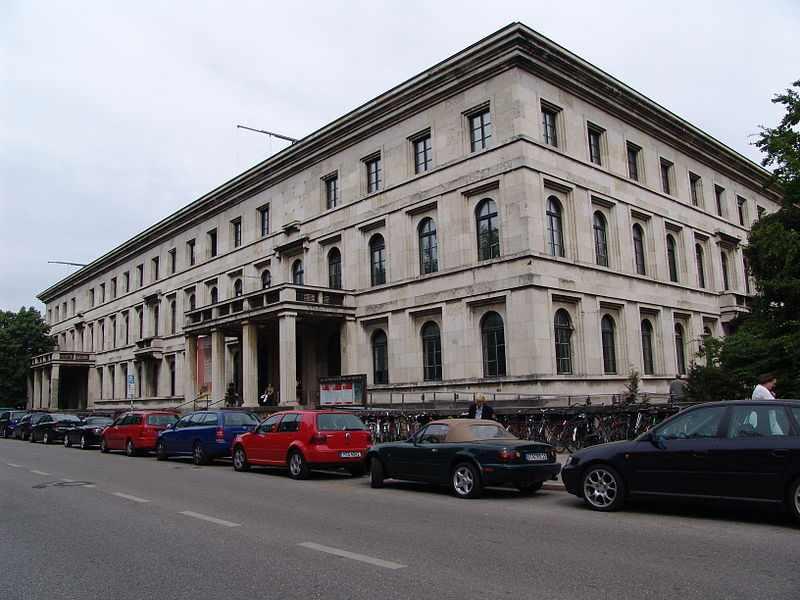 800px-Führerbau_Munich