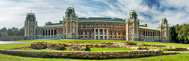 800px-Grand-Palace-in-Tsaritsyno-Moscow
