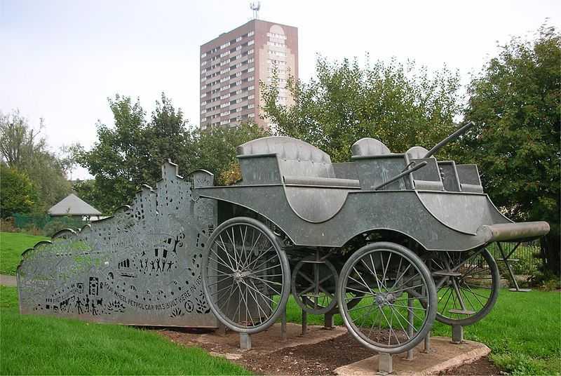 800px-Lanchester_car_sculpture
