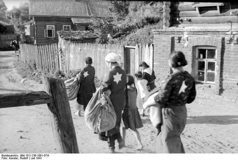 Russland, Mogilew, Juden auf Dorfstraße