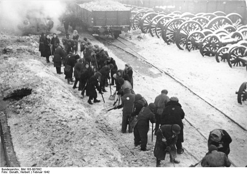Minsk, Juden beim Schneeräumen auf Bahnhof