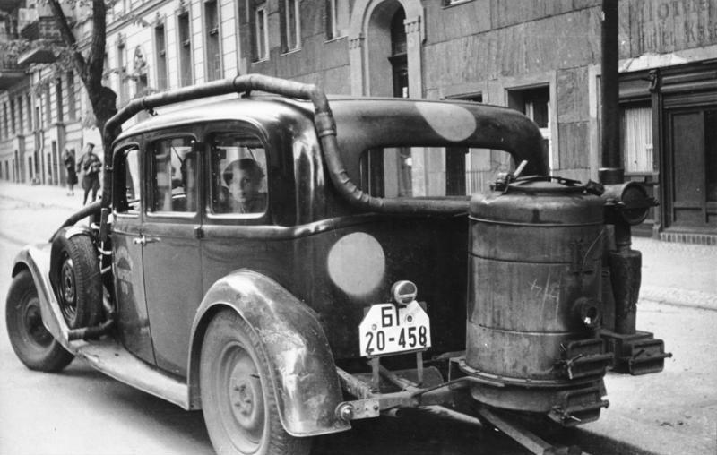 Berlin, Auto mit Holzgasantrieb