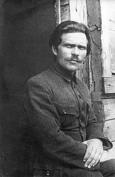 388px-1921._Нестор_Махно_в_лагере_для_перемещенных_лиц_в_Румынии