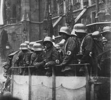 «Пивной путч» в Мюнхене, 8 ноября 1923 года.