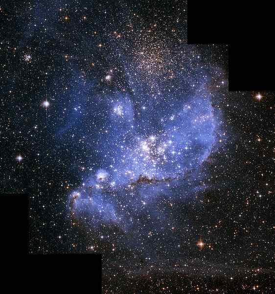562px-Small_magellanic_cloud