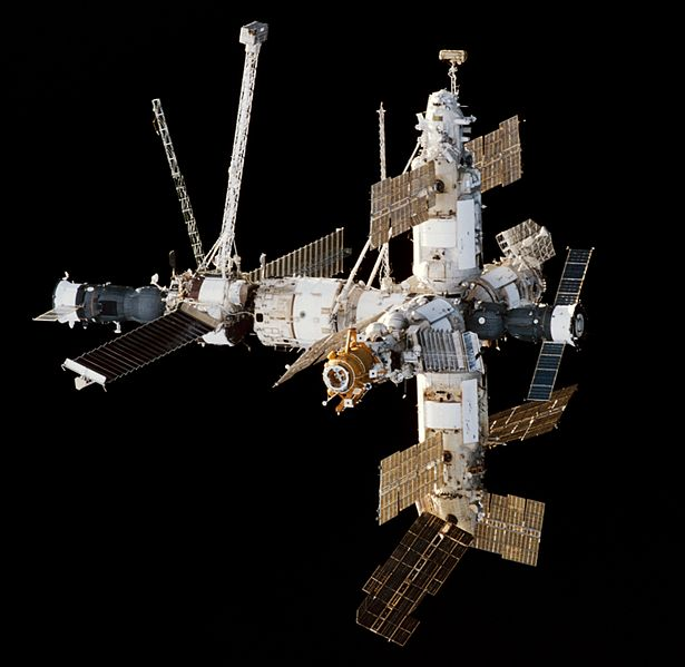 615px-Mir_Space_Station_viewed_from_Endeavour_during_STS-89