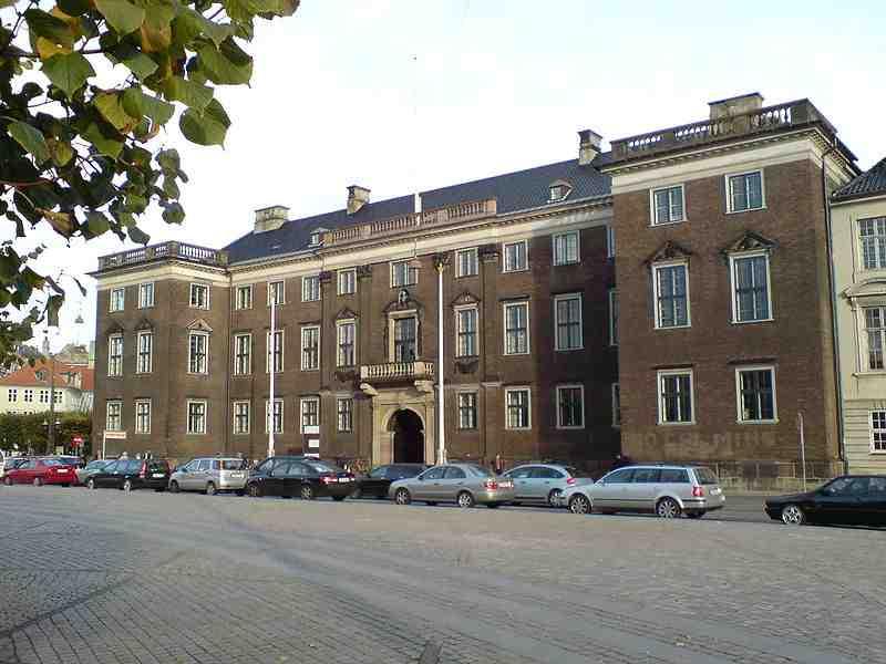 800px-Charlottenborg,_Kopenhagen_2007