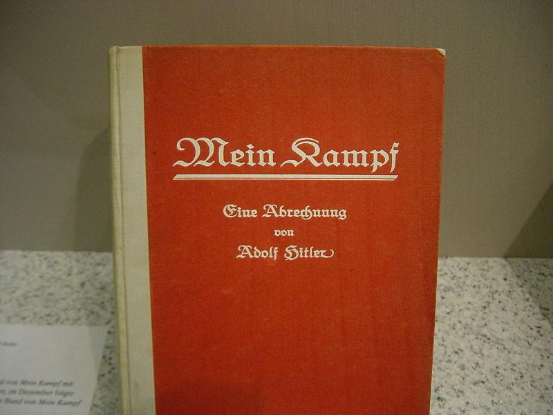 800px-Erstausgabe_von_Mein_Kampf