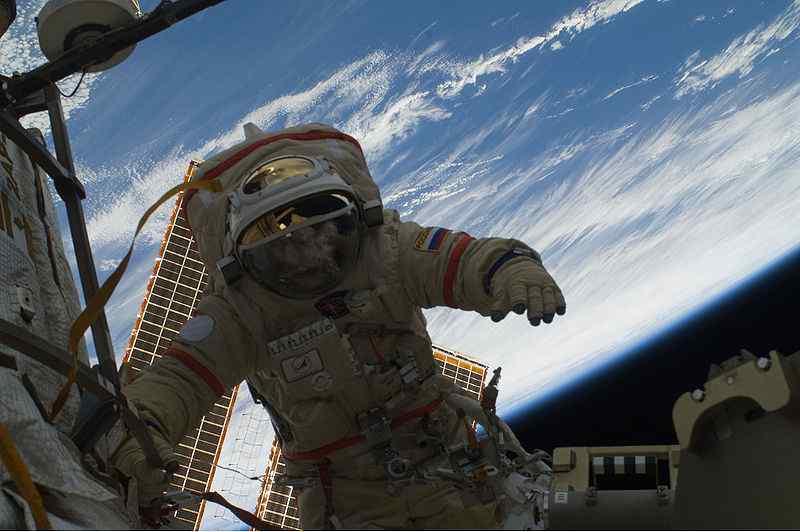 800px-Kotov_spacewalk140110