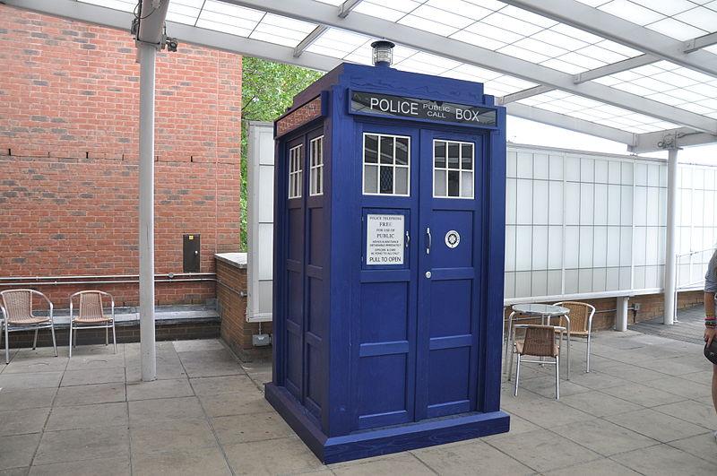800px-Tardis_BBC_Television_Center