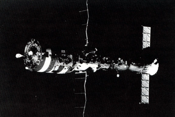Salyut7_with_docked_spacecraft