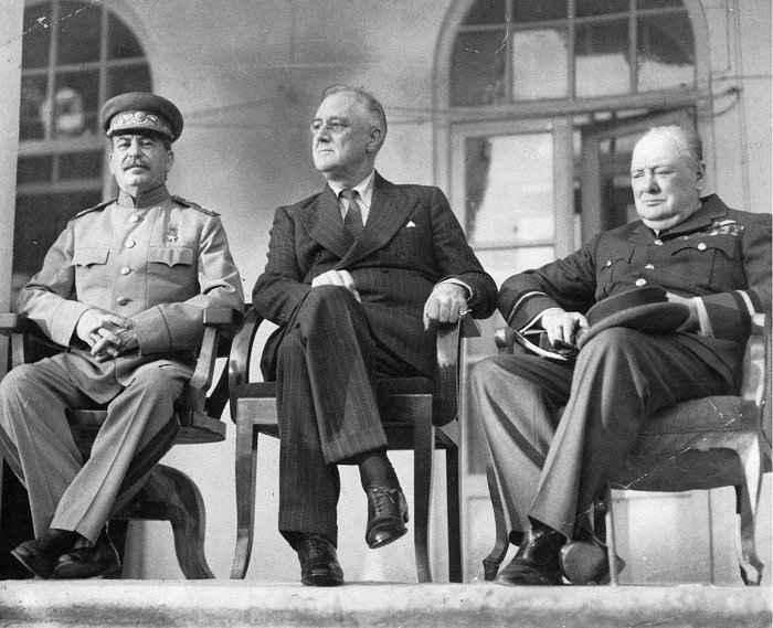 Тегеранская конференция лидеров трёх держав 1943 года —  участники, итоги, основные решения.