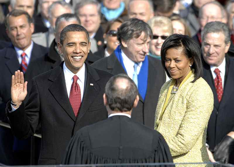 US_President_Barack_Obama_taking_his_Oath_of_Office_-_2009Jan20