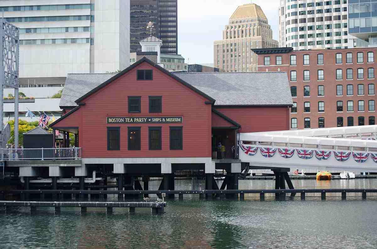 1200px-Boston_Tea_Party_Museum