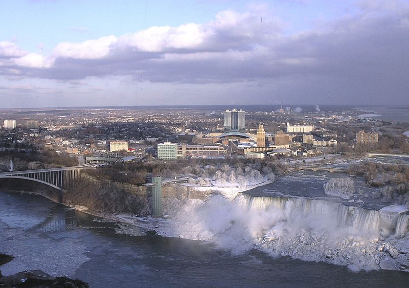 800px-Niagara_Falls,_New_York_from_Skylon_Tower_cropped