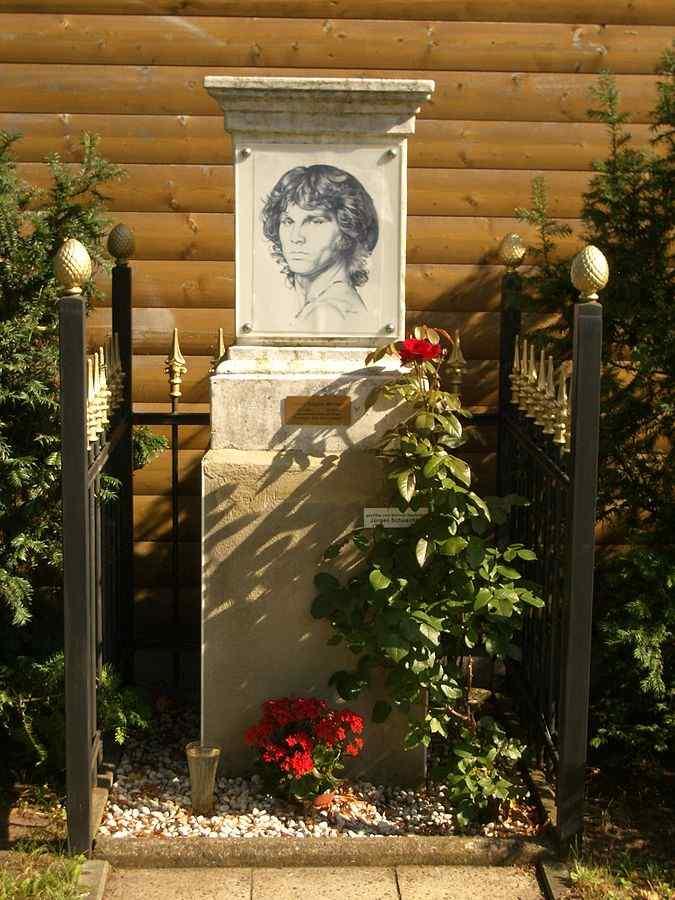Jim_Morrison_Memorial_Berlin1