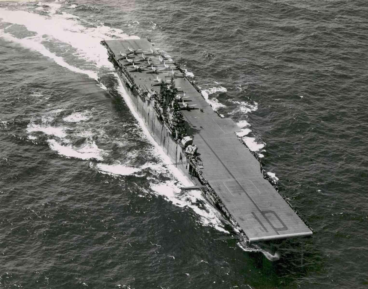 USS_Yorktown_CV-10_1943_aerial_with_F6Fs