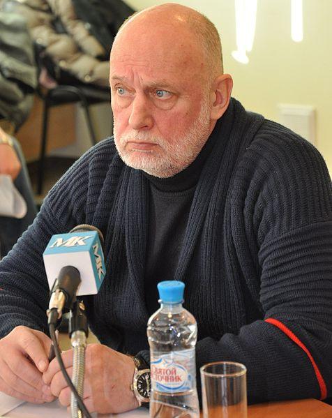 476px-Сергей_Бычков_на_пресс-конференции_МК