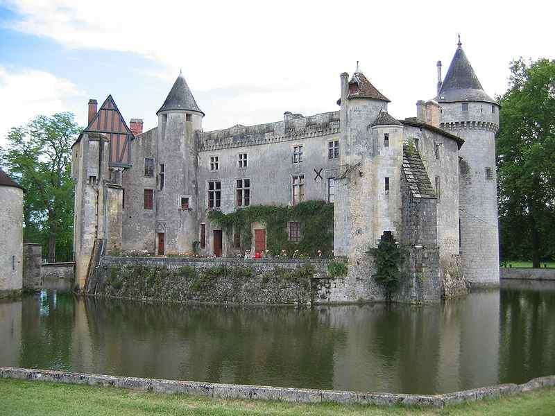 800px-Chateau_la_brede