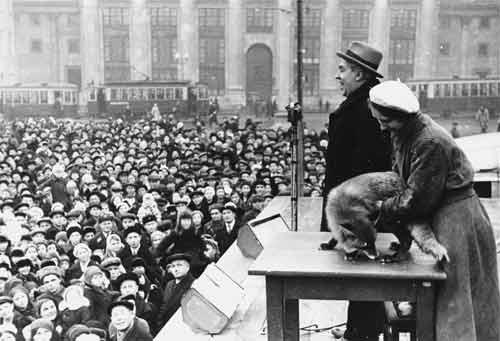 Лекция на Манежной площади в Москве. 1939