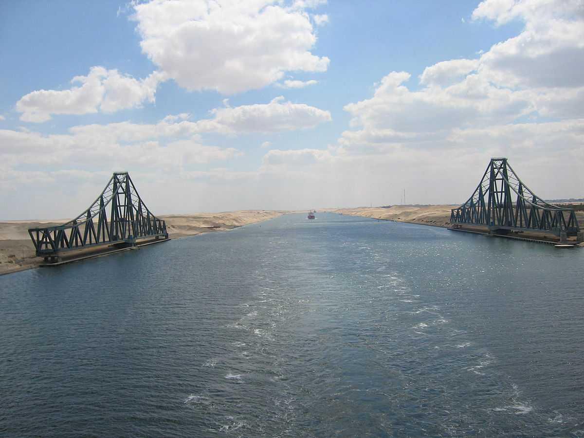 1200px-El_Ferdan_Railway_Bridge