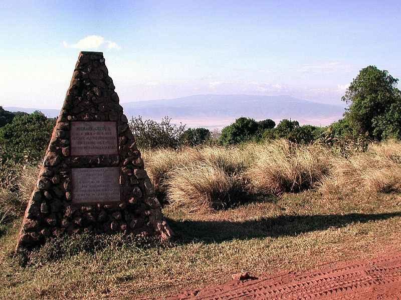 800px-Grzimek_grave,Ngorongoro