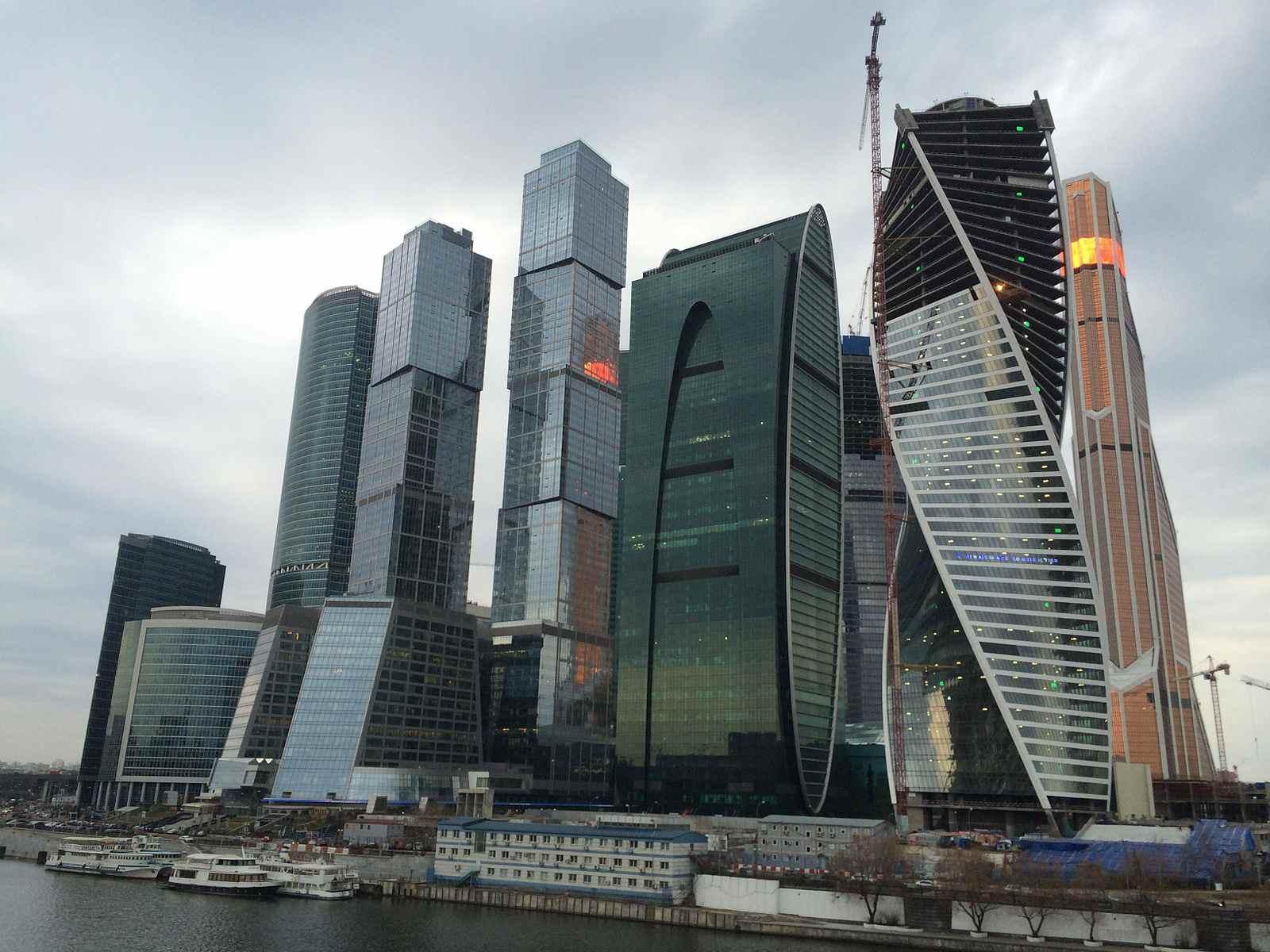 Вид_на_ММДЦ_«Москва-Сити»_22_марта_2014_года.