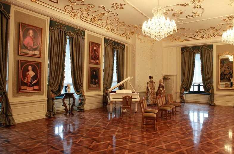 Мирский замок - Музей - Постоянная экспозиция