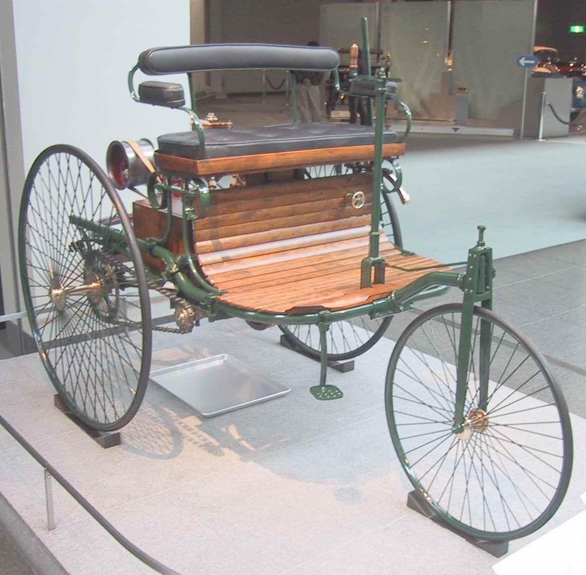 Benz_Patent_Motorwagen_1886_(Replica)