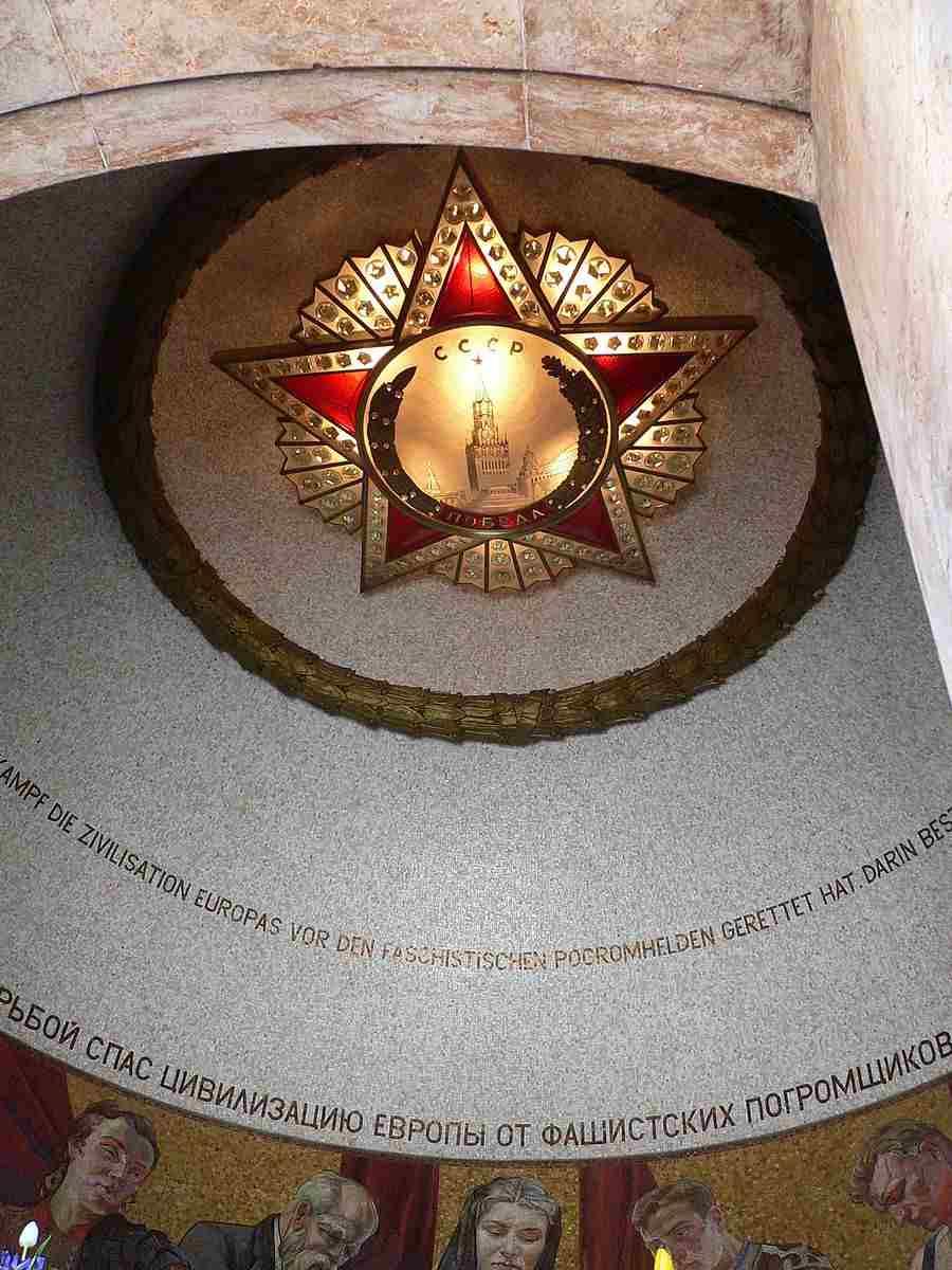 Berlin-alt-treptow_sowjetisches-ehrenmal_20050321_890