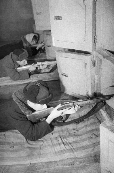 RIAN_archive_669575_Battle_of_Moscow_-_Universal_Military_Training_for_residents